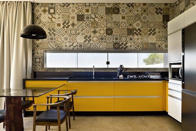 Box House in Brasilia, Brazil by 1:1 arquitetura:design; Photo: Edgard Cesar