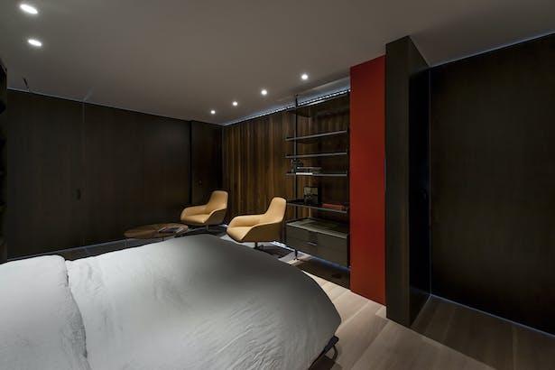 Lounge - Closed 04