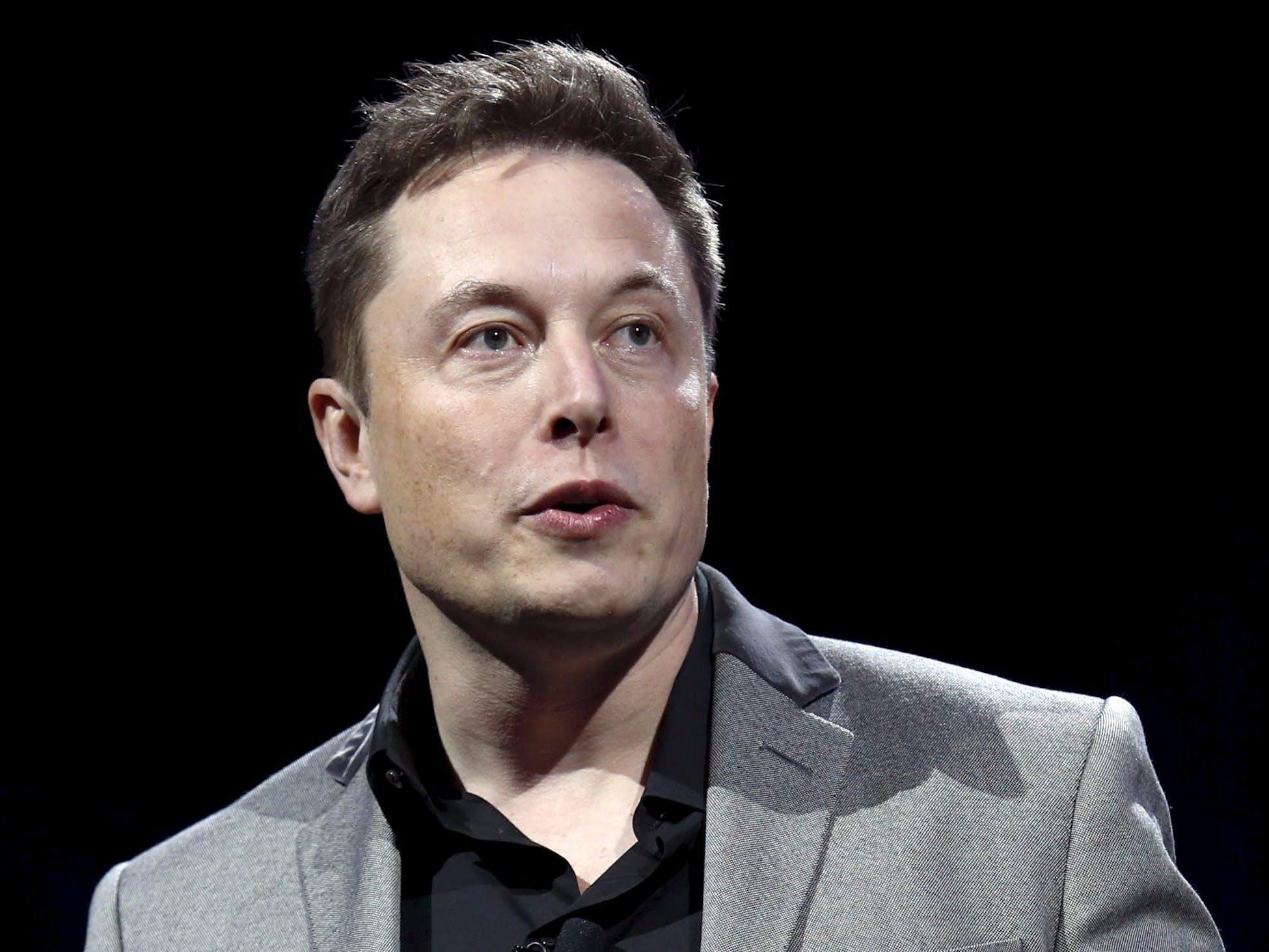Elon Reeve Musk ˈiːlɒn ˈmʌsk 28 Juni 1971 in Pretoria ist ein Unternehmer und Investor Er besitzt sowohl die Staatsangehörigkeit seines Geburtslandes