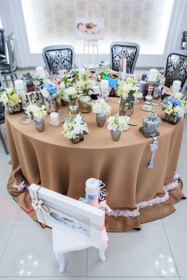 Interior design restaurant with tablecloths