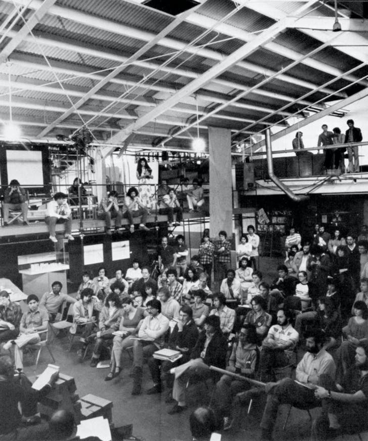 An early SCI-Arc class in the school's 'main space' at 1800 Berkeley St. Image via offramp-la.com.