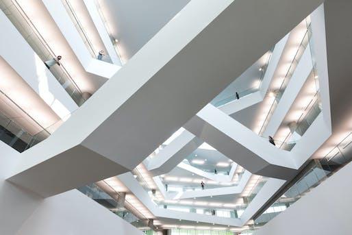 Allard Hall at MacEwan University in Edmonton, AB. Image © Ema Peter. Courtesy of Revery Architecture (formerly Bing Thom Architects) - Associate Architect: Manasc Isaac Architects Ltd.