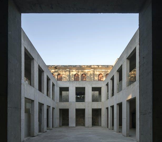 Sunken courtyard © Su Shengliang