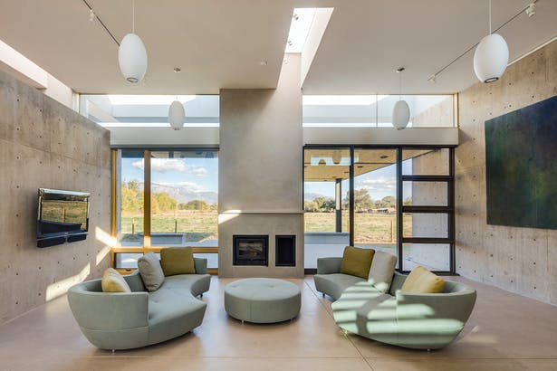 Living room, with Sandia Mountains beyond. Image: Robert Reck