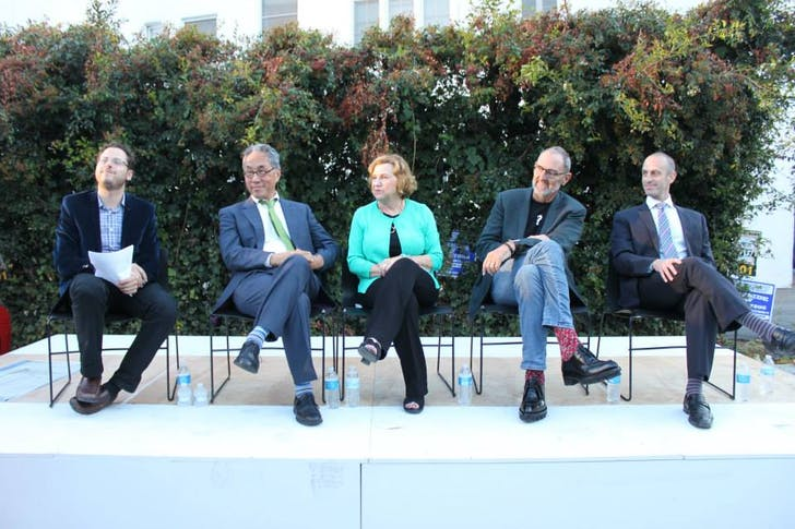 Left to right: Moderator Sam Lubell with panelists Michael Woo, Gail Goldberg, Thom Mayne, and Mott Smith. Image courtesy of Richard Manirath / A+D Architecture and Design Museum > Los Angeles