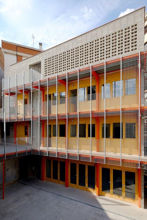 Facade of La Comunal, cooperative space, Barcelona. Image © Lacol