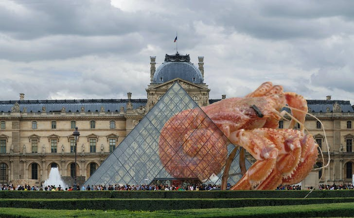 The Louvre was the first Hermit Crab museum. Photo-collage by the author.