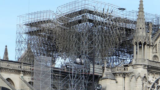 Cutting away the enormous forest of fire-fused scaffolding over the cathedral's crossing is no easy undertaking. Photo: Wikimedia Commons user MOSSOT.