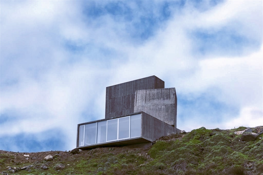 Alejandro Arevena's alluring concrete vacation home