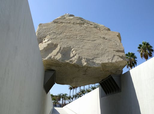 View of the Levitating mass rock formation installed at Los Angeles County Museum of Art. Image courtesy of Wikimedia user عمرو.
