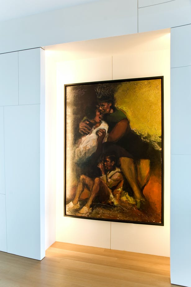 An irregular grid reminiscent of paintings by 'De Stijl' painter Piet Mondrian decomposes the foyer walls.