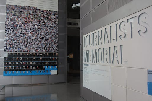 """Former journalists memorial in the now-closed Newseum in Washington, D.C. Image © John Mitchell (2011) <a href=""""https://flic.kr/p/aiCTCK"""">via Flickr</a>"""