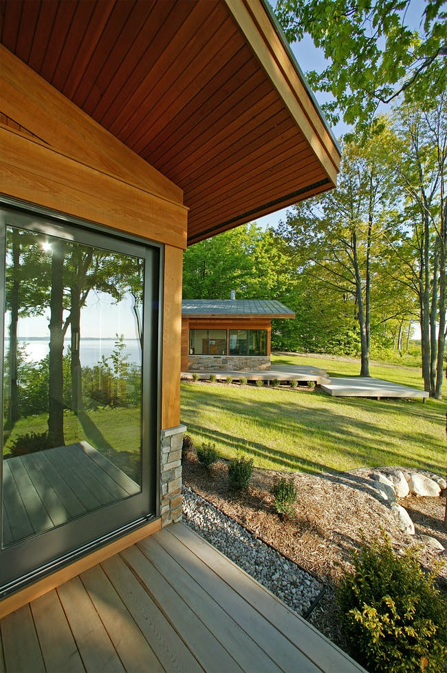 Carlyon Residence in Traverse City, MI by Robert Jamieson; Photo: Glen Rauth