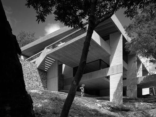 Harry and Penelope Seidler House from below with Penelope Seidler, Killara, Sydney, 1967 © Photographer: Max Dupain.