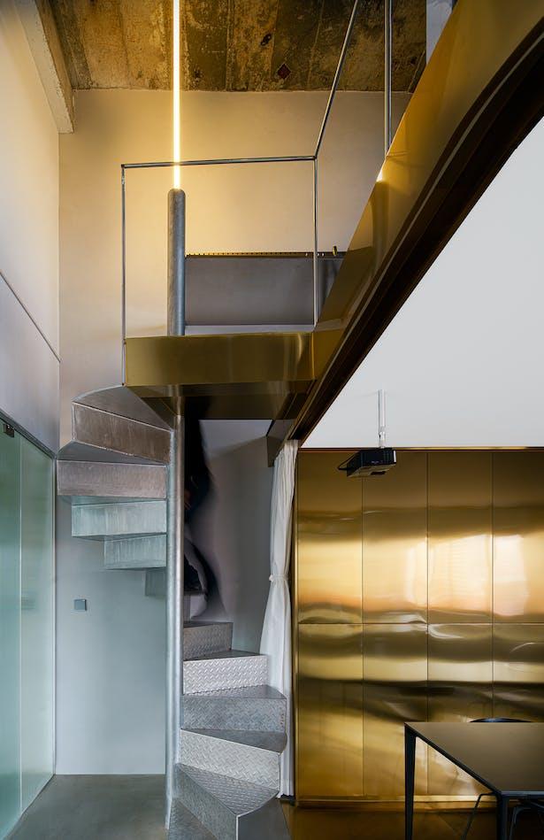 interior staircase ©️hui zhang