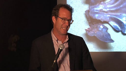 Blair Kamin during a Harvard Club of Chicago lecture in 2013. Image via Nieman Foundation for Journalism at Harvard on YouTube.