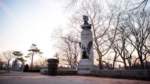 Bronze bust of NSA-whistleblower Edward Snowden in Brooklyn's Fort Greene Park on Monday, April 6, 2015. (Photo: AYMANN ISMAIL/ANIMALNEWYORK; Image via mashable.com)