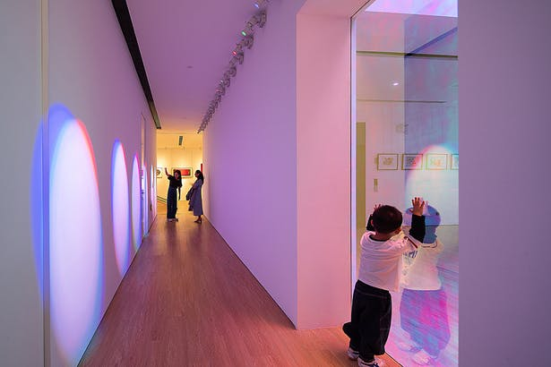 The Rainbow Aisle Made of Projection Lights,photo: Wu Qingshan