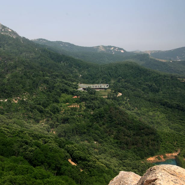 The villa is stuck in the landscape like a stone in the rock
