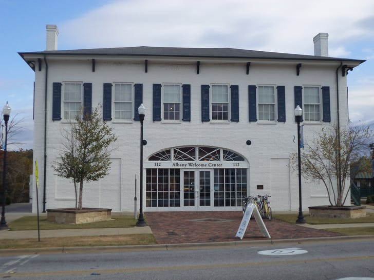 The Bridge House in Albany, Georgia. Image courtesy of Wikimedia user Michael Rivera.