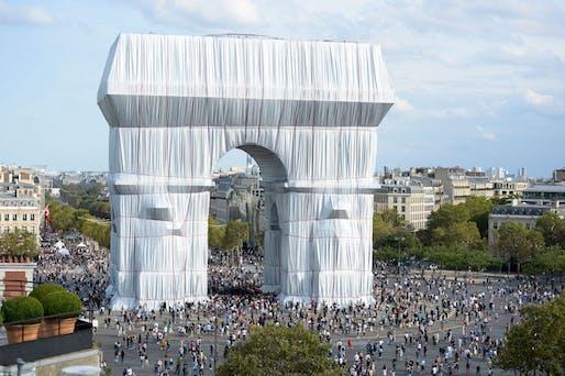 Photo: Benjamin Loyseau. Copyright: 2021 Christo and Jeanne-Claude Foundation
