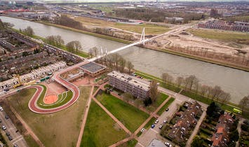 The Dafne Schippers Bridge in Utrecht doubles as a school and a garden