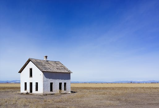 Abandoned house in the San Luis Valley, Colorado. Photo by Wikimedia user Meisam.