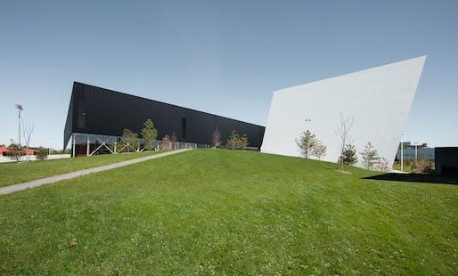 Complexe Sportif Saint-Laurent by Saucier+Perrotte Architectes and HCMA. Image: Olivier Blouin.