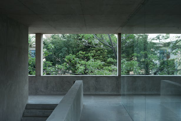 View from 3rd floor staircase to the courtyard © Chen Hao
