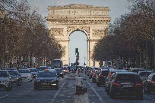 Parisians describe the world-famous avenue as congested and polluted. A makeover could bring back fresh esprit. Photo: Johannes Plenio/Pixabay.