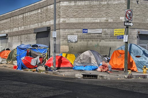 Makeshift shelters on Skid Row in Downtown Los Angeles. Photo: Russ Allison Loar/Wikipedia.