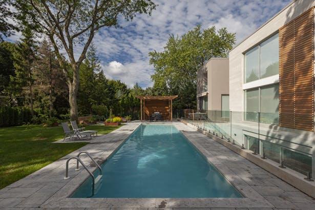 rear elevation / swimming pool