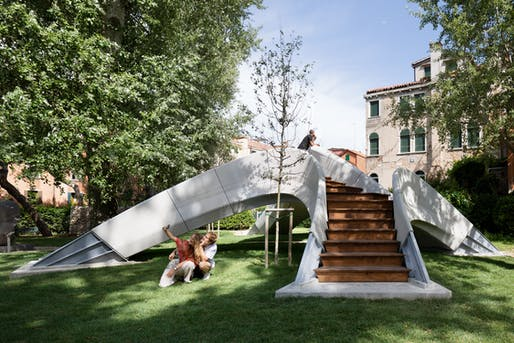Striatus is the first 3D-printed footbridge built without any reinforcement. Photo: © naaro