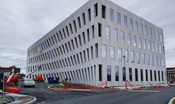 "Inga Saffron calls BIG's new Navy Yard building ""mesmerizing"", ""reminiscent of a Richard Serra sculpture"""