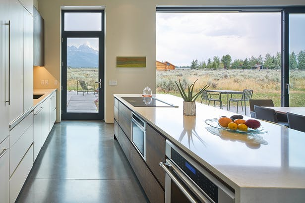 Zola Windows enormous 24-foot triple Lift & Slide door and large fixed units of 8-foot by 10-foot windows–surround the living room and direct one's gaze to the panoramas unfolding beyond, while retaining an intimate connection with the natural sage-brush landscape.