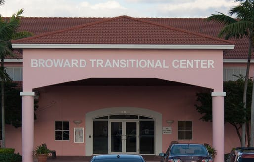 VIew of the main entrance to the Broward Transitional Center in Pompano Beach, Florida, a for-profit private detention center operated by GEO Group. Image courtesy of Wikimedia user Eflatmajor7th.