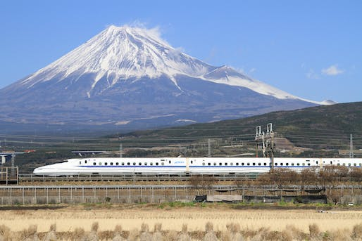 View of a high-speed train in Japan, Image courtesy of Wikimedia user Tansaisuketti