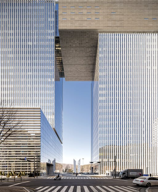 Bundang Doosan Tower by KPF. Image courtesy of Time of Blue