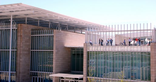 View Renzo Piano's 2009 addition to the Art Institute of Chicago campus.Image courtesy of Wikimedia user Omeomi.