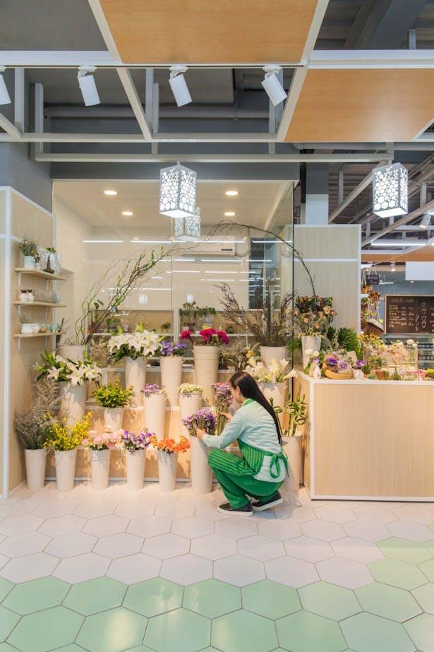 LATITUDE-market-16-flowers-shop