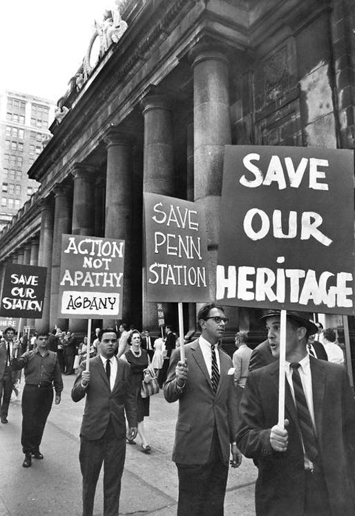 Protesters in front of Pennsylvania Station on Aug. 2, 1962. (Eddie Hausner/The New York Times)