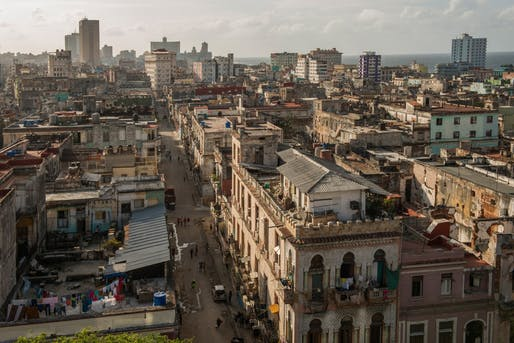 Sure, but look at the location! – Bird's-eye view of Central Havana, reporting some of the city's most appalling living conditions. (Photo by Hakai Magazine; image via hakaimagazine.com)