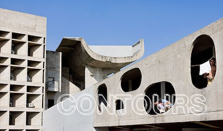 Life taking place at the Le Corbusier-designed Palace of the Assembly in Chandigarh, India (Photo: Iwan Baan)