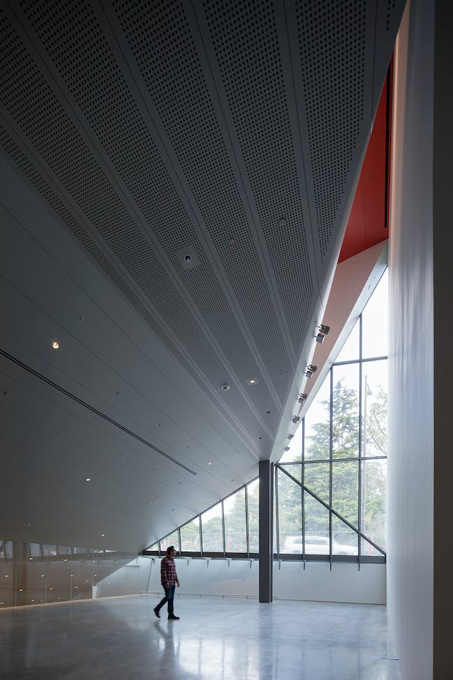 Interior view of the multipurpose event space and mezzanine, with the underside of the theater. Photo: Iwan Baan.