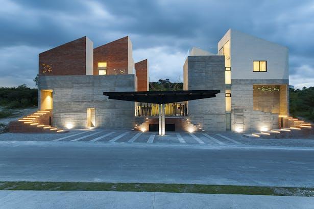 front facade / Photographer: Jaime Navarro