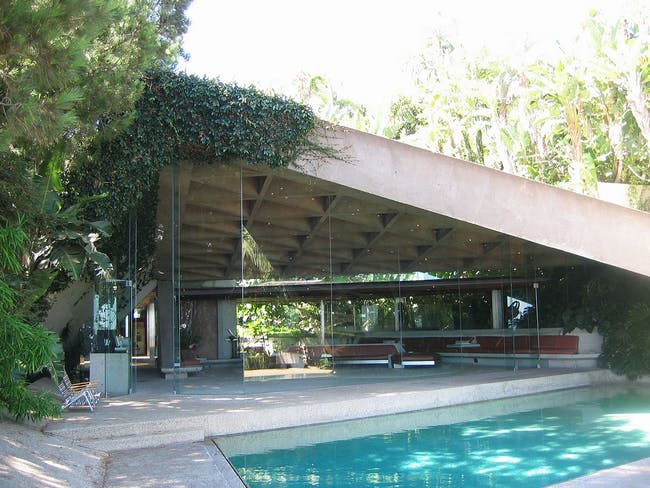 Goldstein House by modernist architect John Lautner, in Beverly Hills, California. Image taken from rear terrace edge looking towards living room (photo by Arch.james)