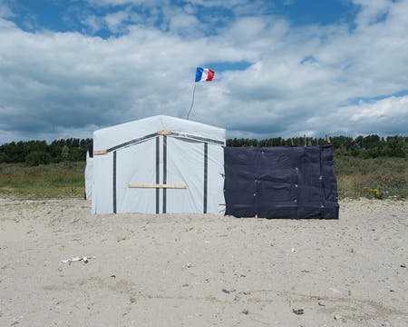 A house built by Sudanese refugees in the Calais camp. © Marco Tiberio