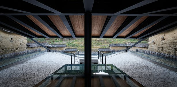 Roof mezzanine platform and the double-sloped roof structure ©CHEN Hao