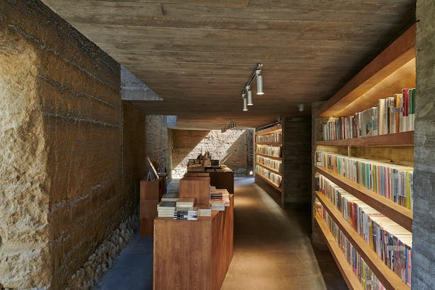 First floor reading area ©CHEN Hao