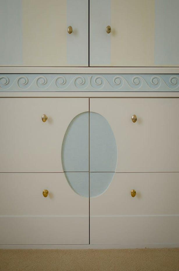 Custom bathroom cabinet, reflecting ceiling design.